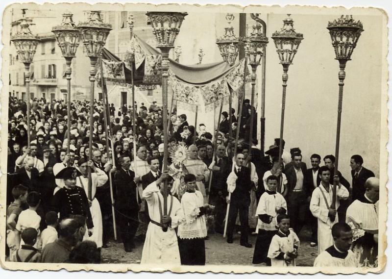 Sestri Levante: Corpus Domini procession near Santa Maria di Nazareth<br /> <br /> Sestri Levante: processione del Corpus Domini vicino alla chiesa di Santa Maria di Nazareth.