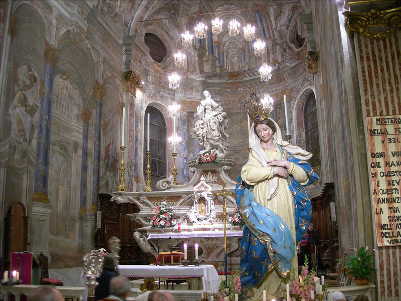 29/11/2008: the statue of the Virgin Mary of the Capuchin convent is received in the Basilica of St. Mary from Nazareth.<br /> <br /> 29/11/2008: la statua della Vergine Maria del convento dei frati visita la chiesa di Santa Maria di Nazareth a Sestri Levante.