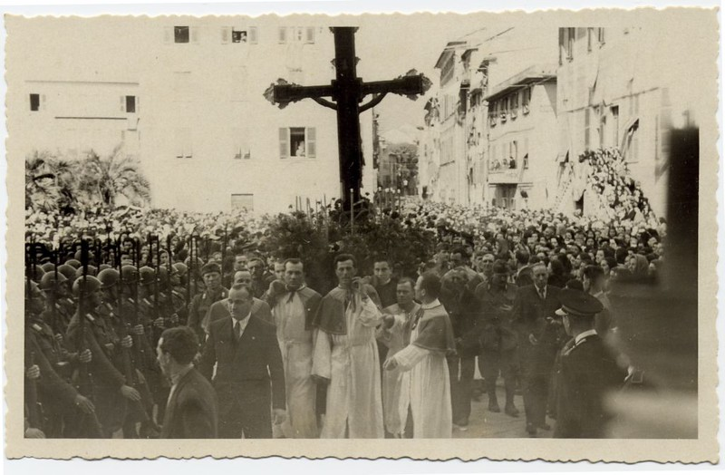 The 1943 procession (in wartime) returns to the church.<br /> <br /> La processione del 1943 rientra nella chiesa di Santa Maria di Nazareth