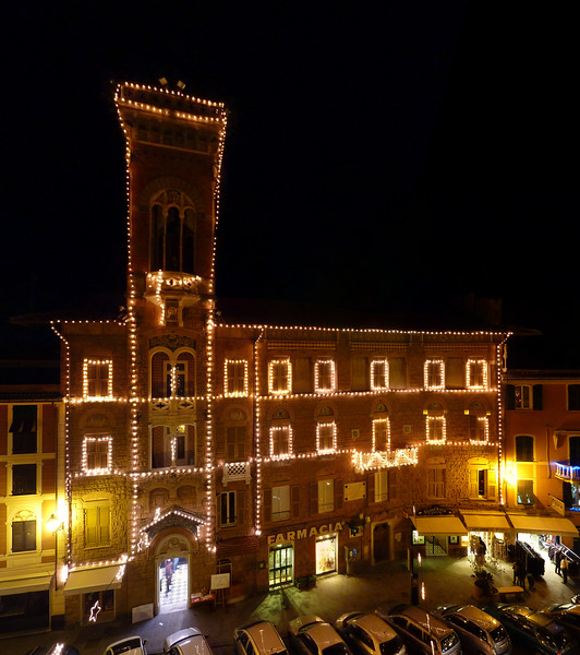 27th december 2009, Palazzo Fascie in Sestri Levante with all the Christmas lights. Photo taken with a Panasonic TZ7/ZS3.