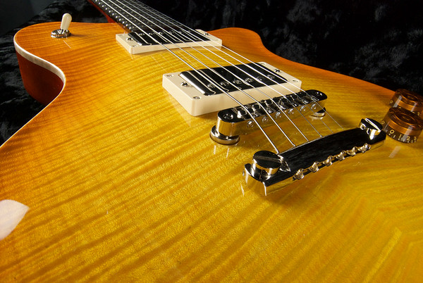 Set Neck Custom ST #220 Lemon Burst.