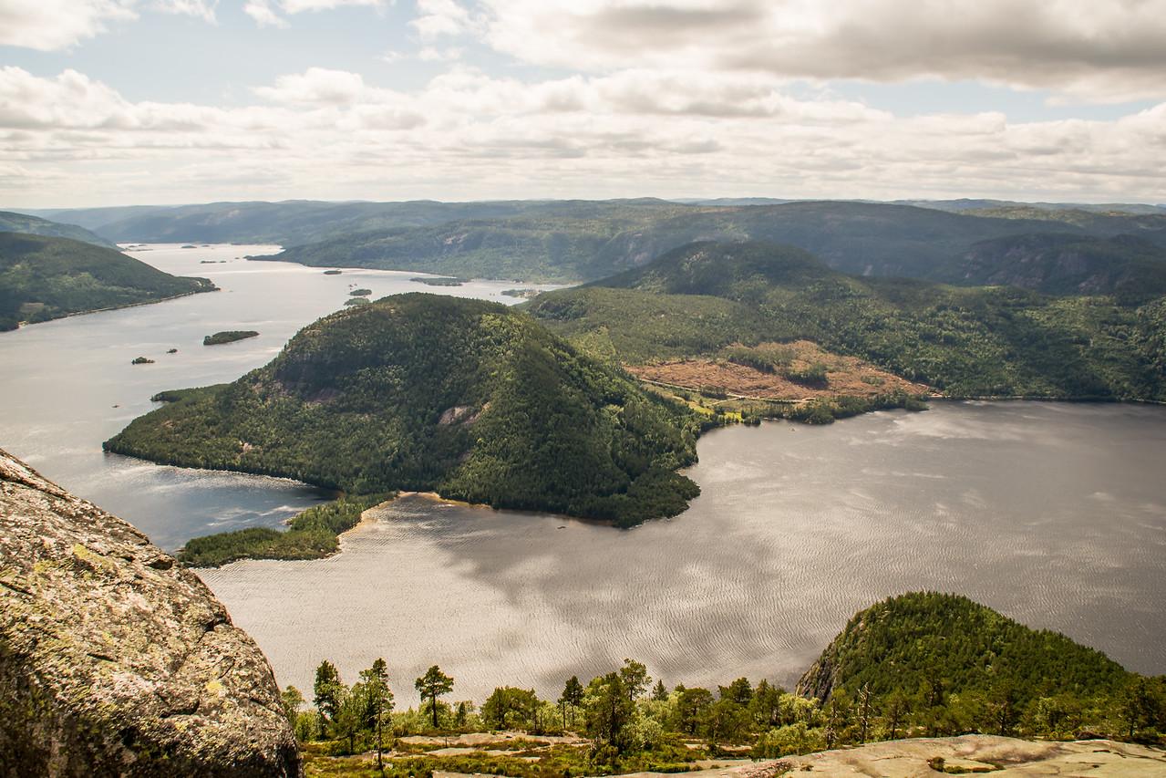 Frøyrakshorgi og Lille Fånefjell nederst til høyre