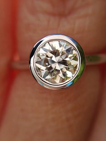 R523 - Featuring a 0.90ct Old European Cut Diamond, GIA L, VVS2