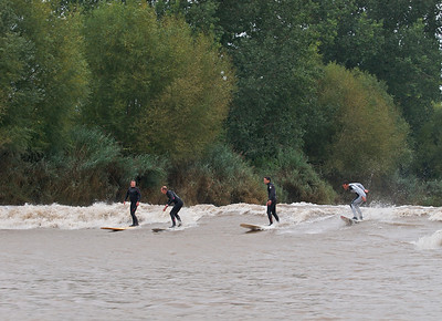 The magnificent 3 captured together riding the Severn Bore. Russell (right) up to his usual trick manoevres with Steve (far left) and Sergio (2nd from right). James joining in on the act, alongside Steve.