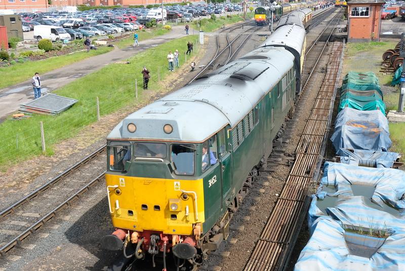 31452 departs Kidderminster at Severn Valley Diesel Gala 2016