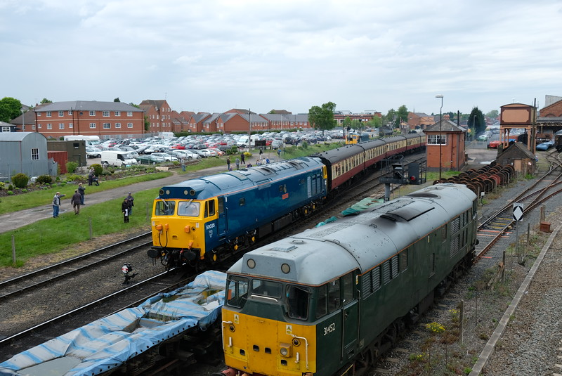 50035 replaces 20s on train at Severn Valley Diesel Gala 2016