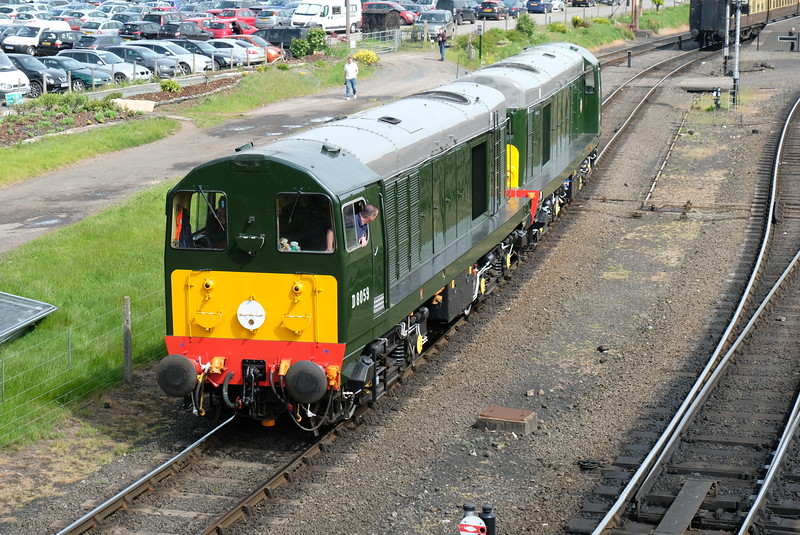 20s back onto train at Severn Valley Diesel Gala 2016