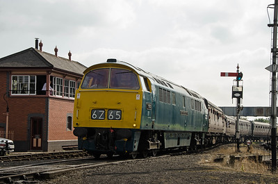 D1062 'Western Courier' at Kidderminster
