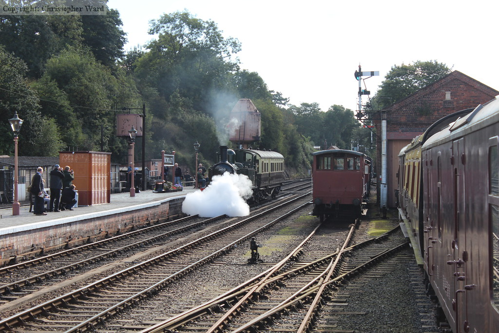 With a blast from the cocks, 1450 advances into Bewdley station
