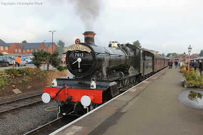 7812 sits at the head of the 0914 departure from Kidderminster to Bridgnorth