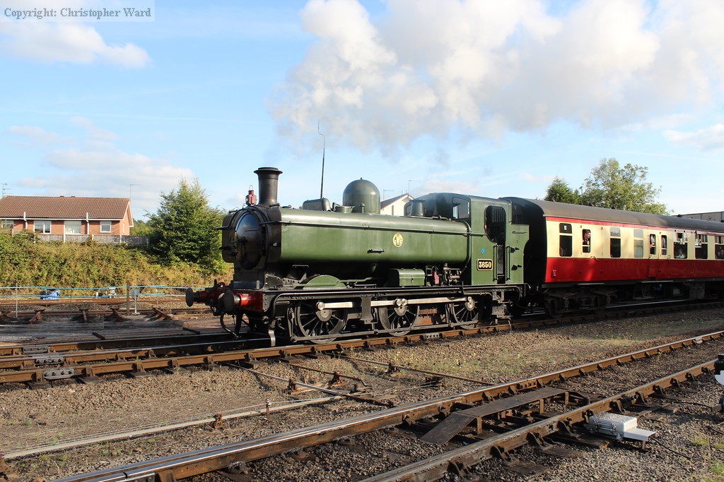 The Pannier Tank brings in the shuttle from Arley