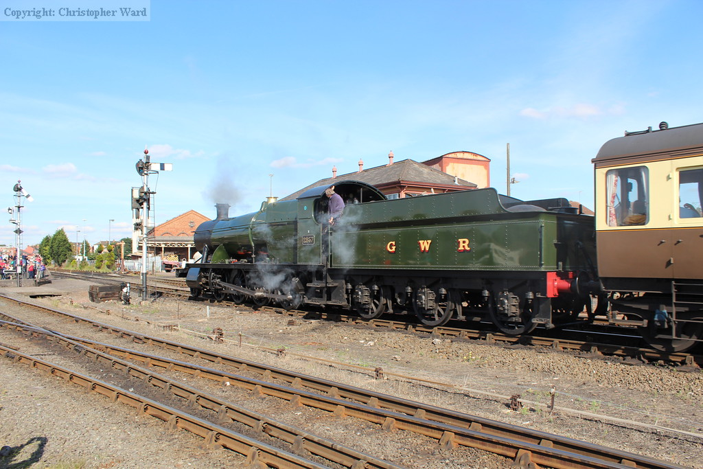2857 clanks in past the signal box