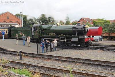 4936 with GWR stock and reporting board at Kidderminster
