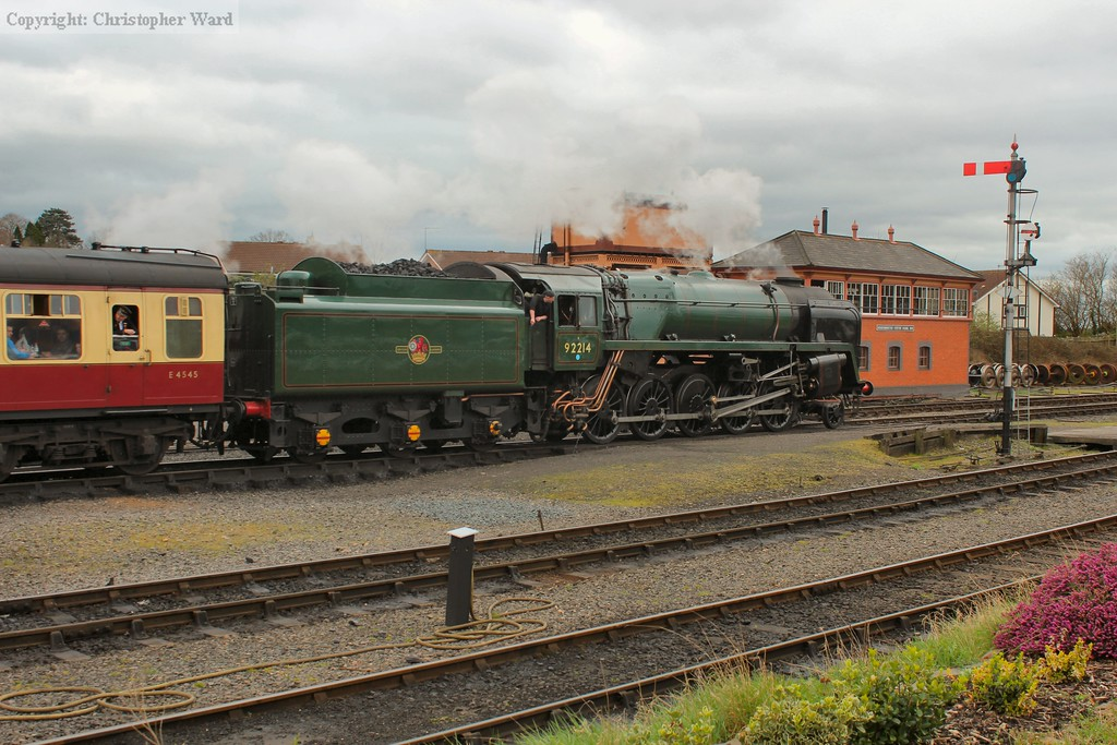 92214 pulls away with a northbound working