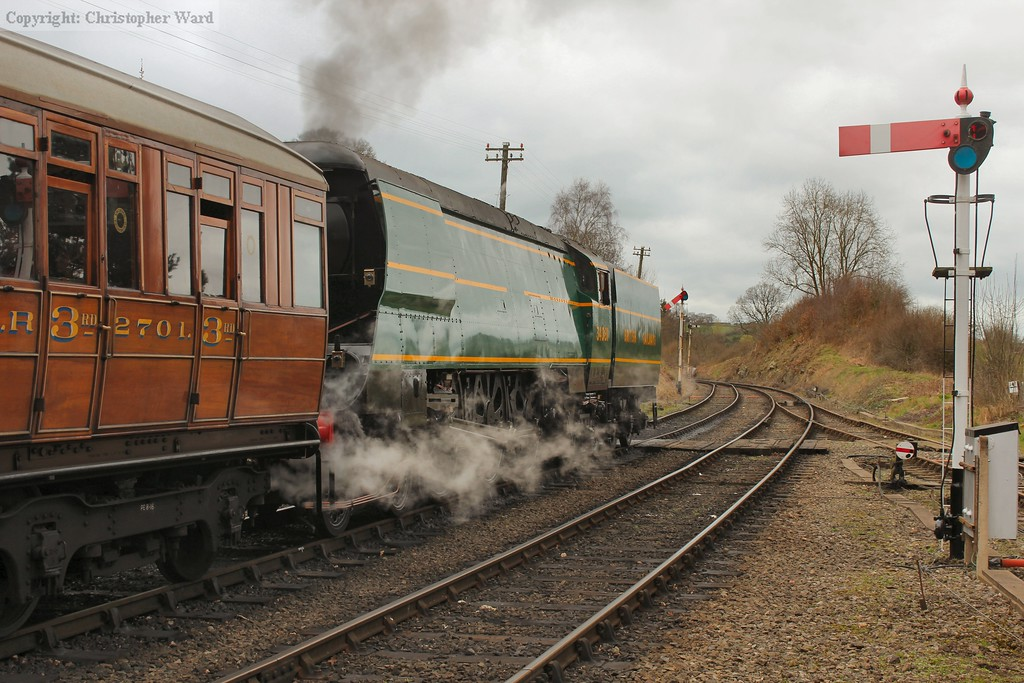 92 Squadron pulls out of Arley bound for Bridgnorth