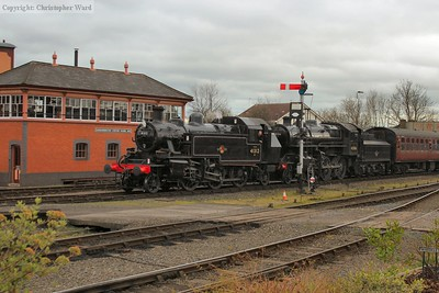The Ivatt siblings of 2MT and 4MT variety arrive at Kidderminster