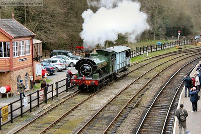 813 saunters through Highley loop with a brake van shuttle