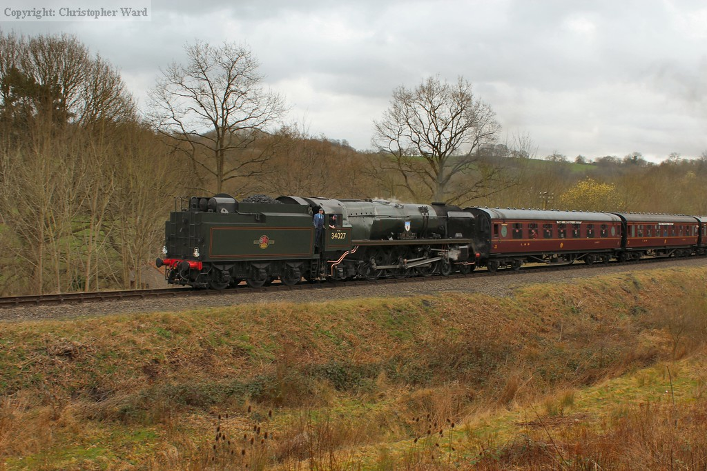 Taw Valley brings in a four coach local train from Kidderminster