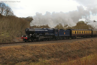 King Edward II looking the business with the GWR coaches