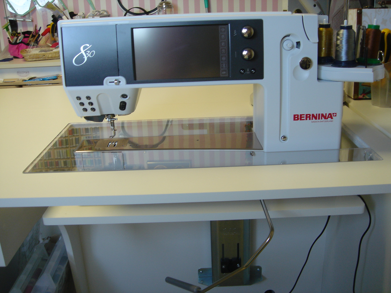 Bernina 830 in sewing position