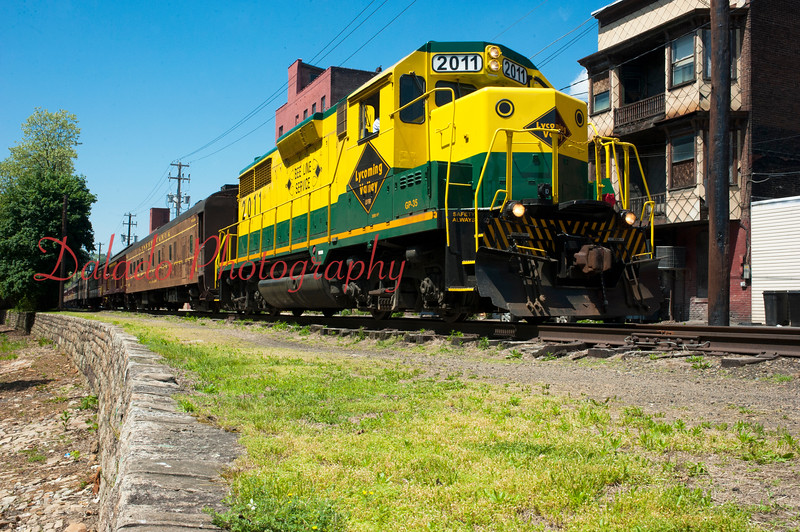 LARRY DEKLINSKI/STAFF PHOTO<br /> A large train with as many as 500 people aboard rumbles down Water Street in Shamokin on Thursday. The train stopped at the former location of the Reading Co. passenger station along Independence Street, allowing people to visit local attractions.