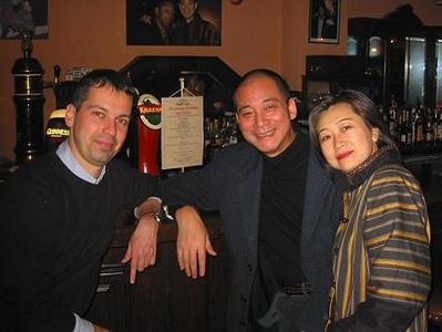 Bézsé a Blues and Jazz-ben Lin Dongfu-val és feleségével