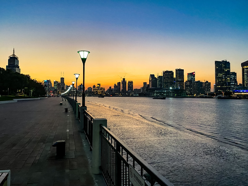 I've gone for a few run on the greenway by the Hongpu River after work.  By the time I'm able to get home, change, take the subway to the route - it's just starting to be come dusk.  The run gives me a great chance to watch night fall and all the lights of the city to turn on.
