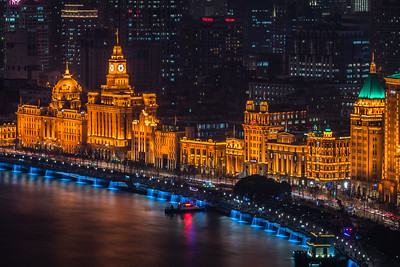 The Bund comes alive at night