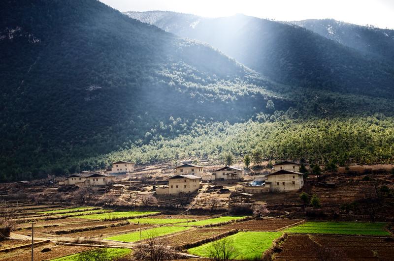 """Fermes tibétaines des environs de Zhongdian (renommée """"Shangri-La""""). Province du Yunnan/Chine"""