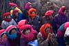 """Groupe de femmes tibétaines participant à une assemblée de villageois près de Zhongdian (renommée """"Shangri-La""""). Province du Yunnan/Chine"""