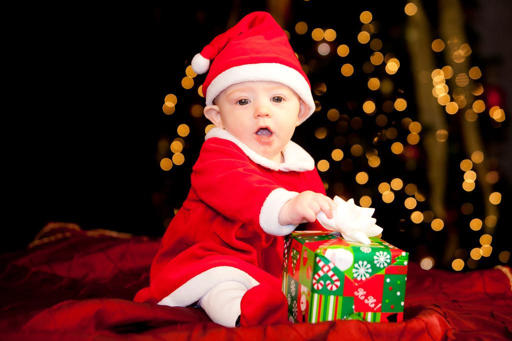 IMAGE: http://www.freelancepictures.com/Shannon/Clara/Christmas-2012/i-C4MXLsp/0/XL/IMG_0094-XL.jpg