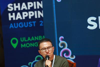 """2019 оны наймдугаар сарын 02. """"SHAPE APAC 2019"""" уулзалт Улаанбаатар хотноо эхэллээ. Энэ сарын 2-4-ний хооронд Дэлхийн эдийн засгийн форумын (WEF) дэргэдэх Глобал Шейперс Улаанбаатар нийгэмлэг энэхүү уулзалтыг зохион байгуулж байна. """"SHAPE APAC 2019"""" уулзалтад оролцохоор 30 гаруй орны 70 гаруй залуу, Дэлхийн эдийн засгийн форумын удирдлагынбагтайхамт иржээ. Түүнчлэн АНУ-ындэд ерөнхийлөгч асан ЭлГорийнүүсгэн байгуулсан """"Climate Reality"""" хэмээхдэлхийн дулаарал, уур амьсгалын өөрчлөлттэй тэмцэх төслийн баг хамт хүрэлцэн ирсэн байна. ГЭРЭЛ ЗУРГИЙГ Б.БЯМБА-ОЧИР/MPA"""
