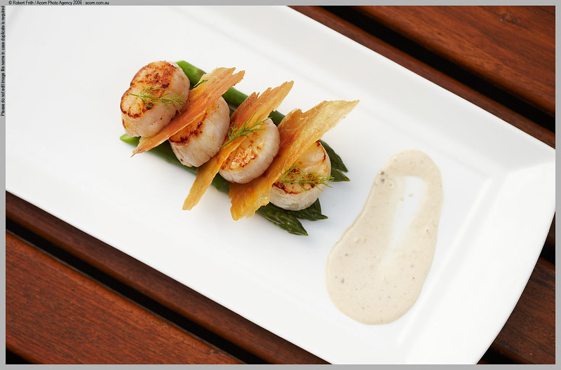 Bathers Restaurant, Smiths Beach Resort<br /> Seared Abrolhos scallops with crispy pancetta and parmesan emulsion