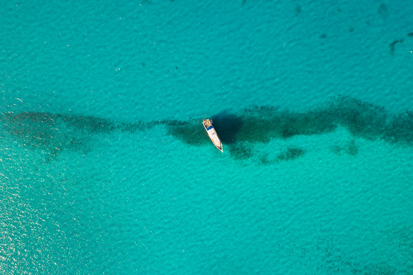 1000 foot arial shot ofTiger Beach Grand Bahamas.  If you look closely you can see a great hammerhead shark swimming around the boat.