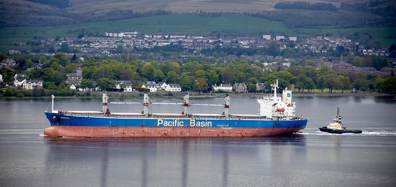 'White Bay' passing Langbank - 14 May 2021