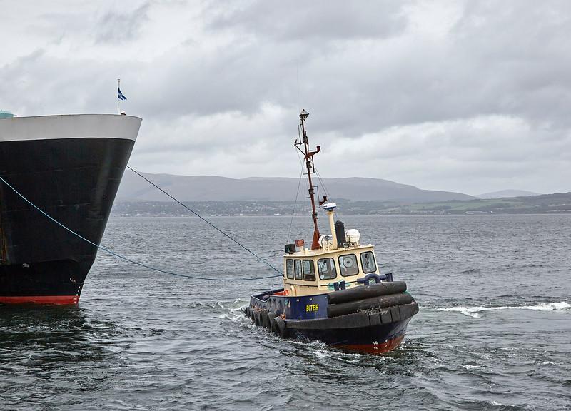 'Biter' Assisting 'MV Isle of Arran' at Garvel Dry Dock - 13 September 2018
