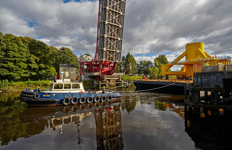 Biter Assists with the Barge Move at Bascule Bridge - 10 September 2013