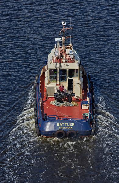 Tug 'Battler' from the Erskine Bridge - 16 August 2015