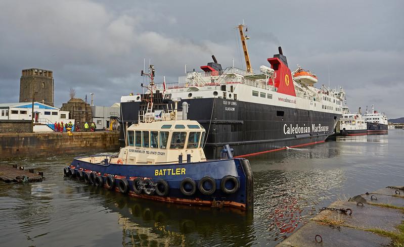 'Battler' assisting 'MV Isle of Lewis' at James Watt Dock - 7 February 2018
