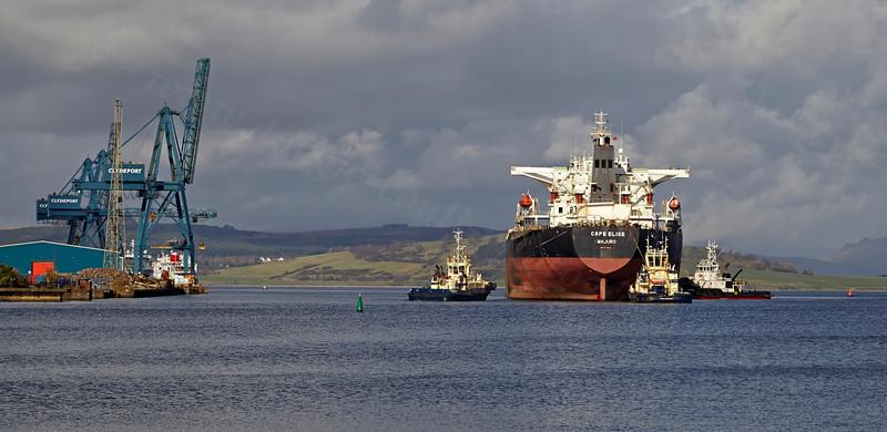 'Cape Elise' Passing Customhouse Quay - 1 March 2014