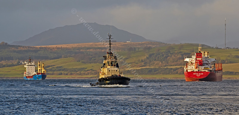 A Busy River Today on the River Clyde - 4 December 2013