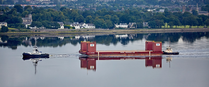 Barge 'Dina Launcher' passing Langbank - 27 August 2016