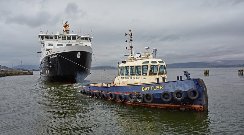 'Battler' assisting the 'MV Clansman' at James Watt Dock - 22 March 2018