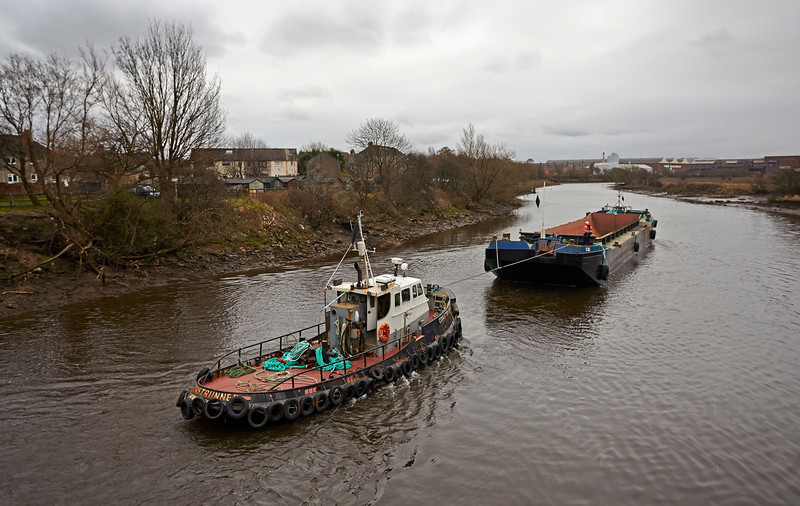 Tugs and Barge at the Bascule Bridge - 9 March 2014