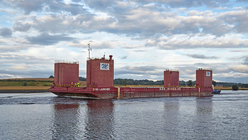 Dina Launcher Barge passing Clydebank - 15 August 2017