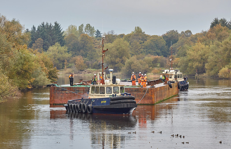 Tugs and Barge Approaching the Bascule Bridge in Renfrew - 11 October 2018