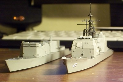 081027: USS Ticonderoga (CG-47) by Skywave and USS Spruance (DD-963) by Arii, both in 1/700 scale