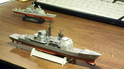 081027: Forced Perspective:Skywave 1/700 USS Ticonderoga (CG-47) on borrowed hull with HobbyBoss 1/1250 USS Vincennes (CG-49).