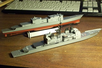 081027: USS Ticonderoga (CG-47) by Skywave and USS Spruance (DD-963) by Arii, both in 1/700 scale.  Only the Arii kit comes with lower hull.  Arii kit is boxed as USS John Rogers (DD-983).