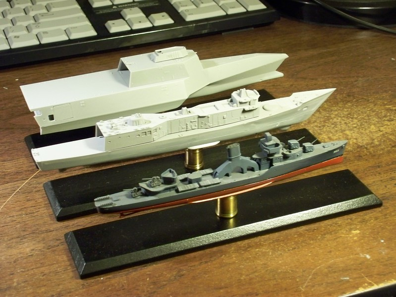 The evolution of Naval Ships:USS Jarvis (DD-393), USS O. H. Perry (FFG-7), USS Independence (LCS-2) in 1/700